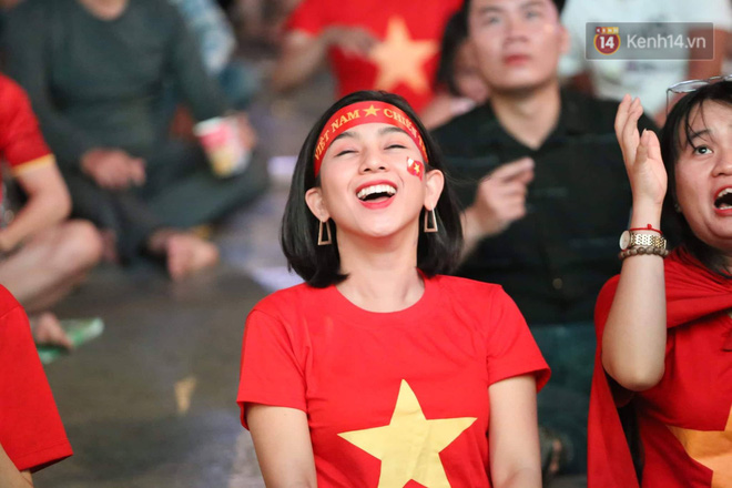 Không thể tin nổi: Thái Lan bị thủng lưới 4 lần, CĐV Việt Nam ăn mừng không kịp thở!-21