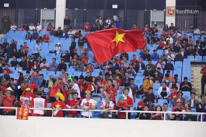 Không thể tin nổi: Thái Lan bị thủng lưới 4 lần, CĐV Việt Nam ăn mừng không kịp thở!-26