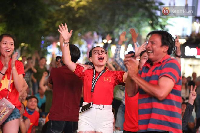 Không thể tin nổi: Thái Lan bị thủng lưới 4 lần, CĐV Việt Nam ăn mừng không kịp thở!-16