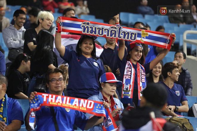 Không thể tin nổi: Thái Lan bị thủng lưới 4 lần, CĐV Việt Nam ăn mừng không kịp thở!-28