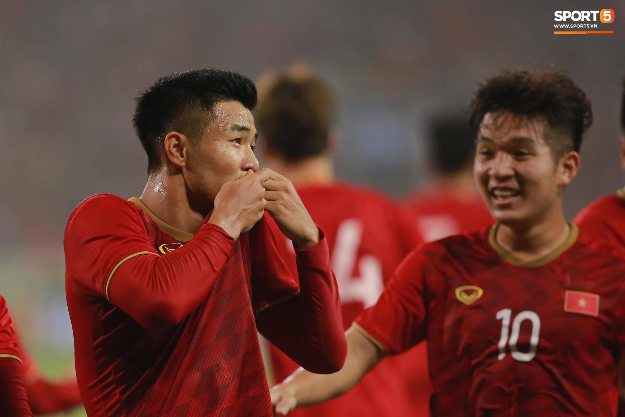 Đến HLV của U23 Thái Lan cũng phải like pha đi bóng và kiến tạo ảo diệu của Quang Hải-2