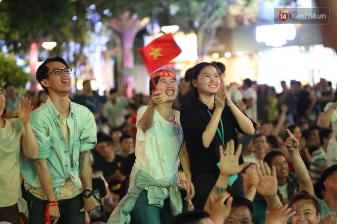 Không thể tin nổi: Thái Lan bị thủng lưới 4 lần, CĐV Việt Nam ăn mừng không kịp thở!-2