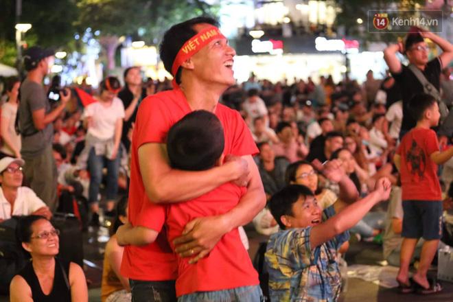 Không thể tin nổi: Thái Lan bị thủng lưới 4 lần, CĐV Việt Nam ăn mừng không kịp thở!-4