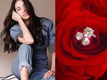 Khoe quà cầu hôn lãng mạn, Phạm Hương khiến fan nghi ngờ ngày lên xe hoa sắp đến