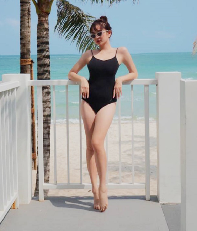 Gái ngoan showbiz hiếm hoi mặc bikini hở hiểm: Midu gợi cảm bất ngờ-14