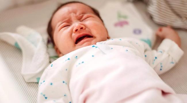 Bé trai 1 tuổi tắm xong đột ngột bị mù, đưa đến bệnh viện thì bác sĩ xác định nguyên nhân đến từ sai lầm của bà nội-1