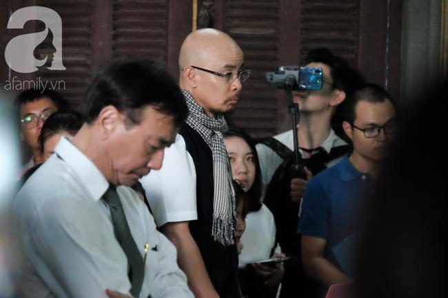 Đủ mọi cung bậc cảm xúc của ông Vũ, bà Thảo trong phiên tòa ly hôn nghìn tỷ-14