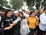 Cuộc tranh luận đau lòng trong đám tang thanh niên bị xe khách đâm chết ở Vĩnh Phúc-7