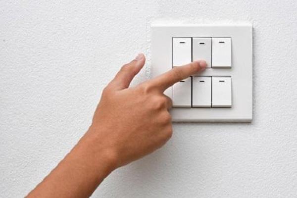 Bỏ túi 6 THAO TÁC NHỎ khiến hóa đơn điện giảm cả triệu đồng dù điều hòa, tủ lạnh chạy vù vù cả ngày-1