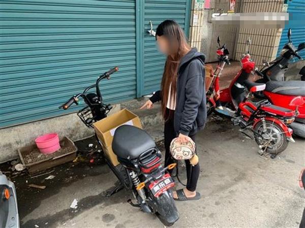 Thấy thùng carton rung rắc, người đi đường mở ra và phát hiện tội ác của người phụ nữ Việt-2