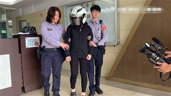 Thấy thùng carton rung rắc, người đi đường mở ra và phát hiện tội ác của người phụ nữ Việt-3