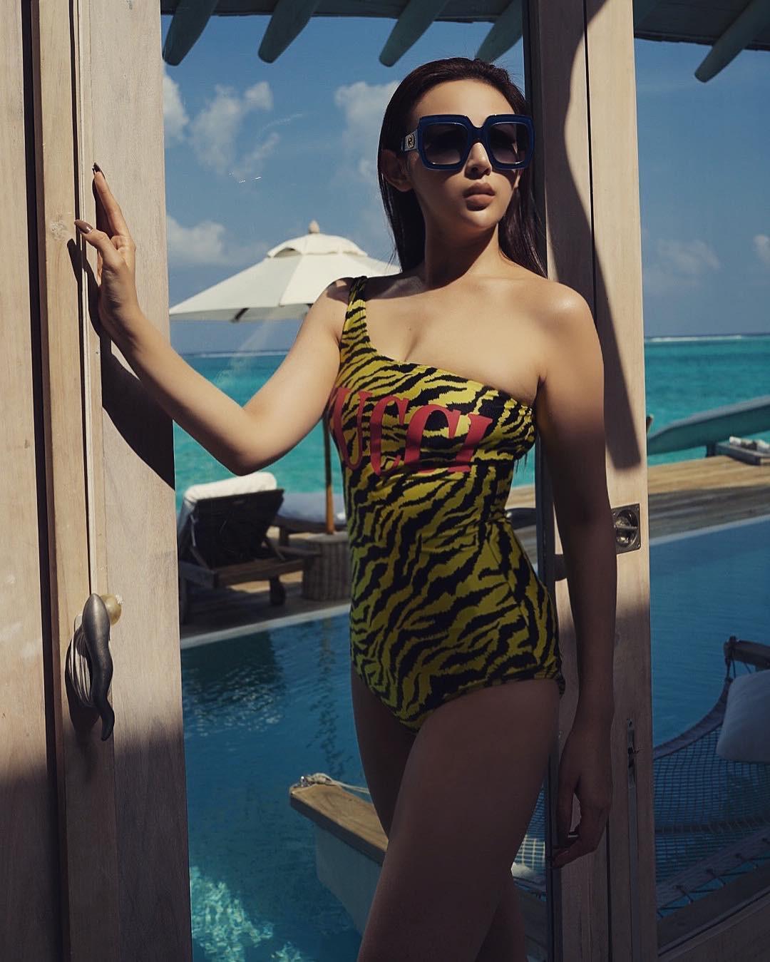 Cuộc chiến khoe eo thon dáng nuột với bikini: Loạt hot mom cũng táo bạo chẳng kém các sao nữ Vbiz-17