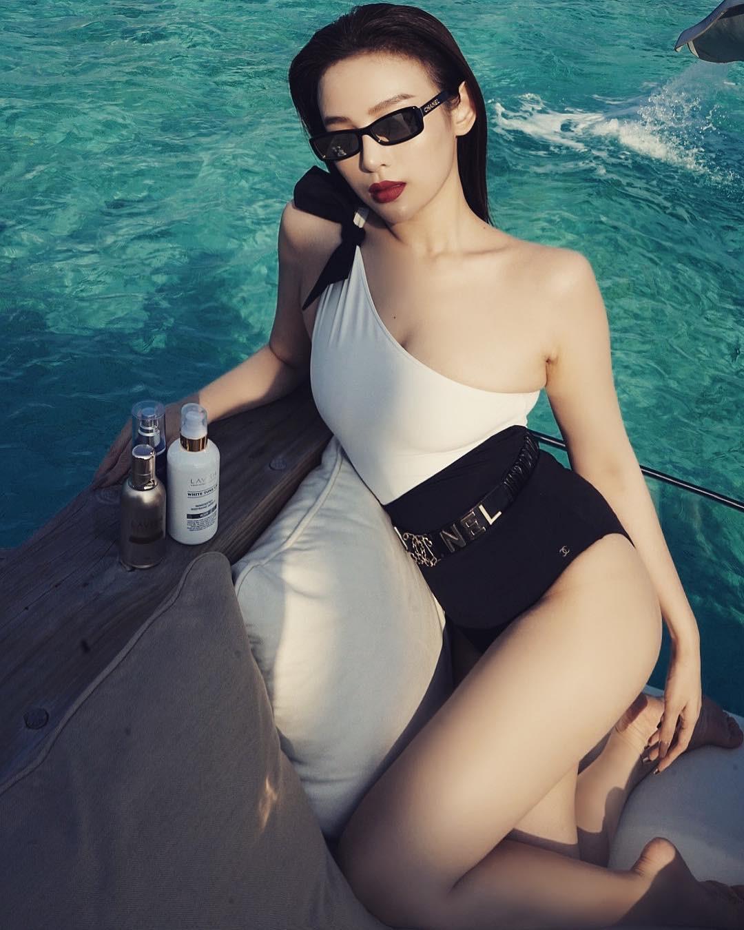 Cuộc chiến khoe eo thon dáng nuột với bikini: Loạt hot mom cũng táo bạo chẳng kém các sao nữ Vbiz-18