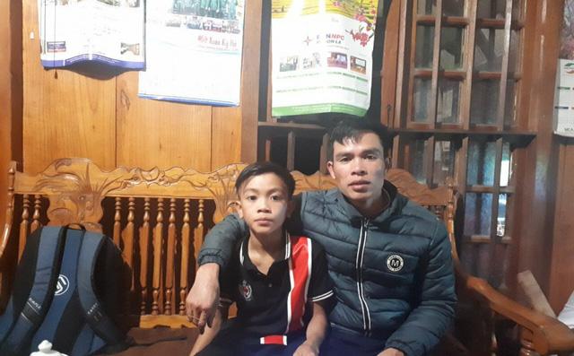 Cậu bé đạp xe hơn 100 km từ Sơn La xuống Hà Nội thăm em: Cháu không thấy mệt-1