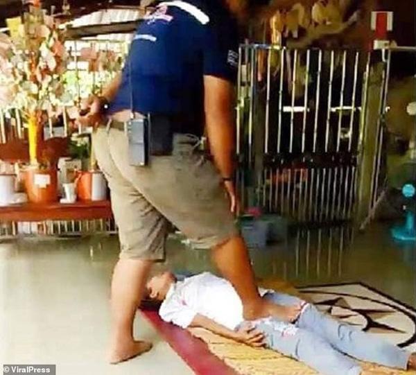Tin lang băm để chữa bệnh bằng cách massage kinh dị, người phụ nữ nhận cái kết đắng lòng-1