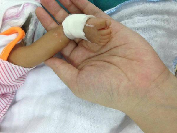 Bé trai sinh non ở xóm trọ Hà Nội, đưa vào viện tử vong nhưng chưa tìm thấy mẹ-1