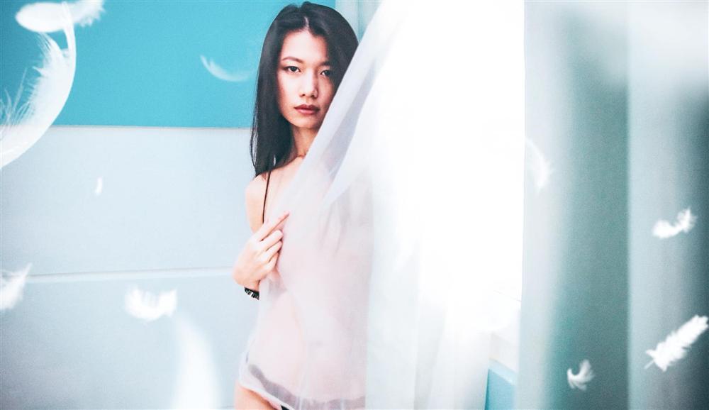 Khoe ảnh 18+ làm dậy sóng Vbiz, nữ chính Thương nhớ ở ai lý luận: Mặc quần mới là phường khiêu dâm-6