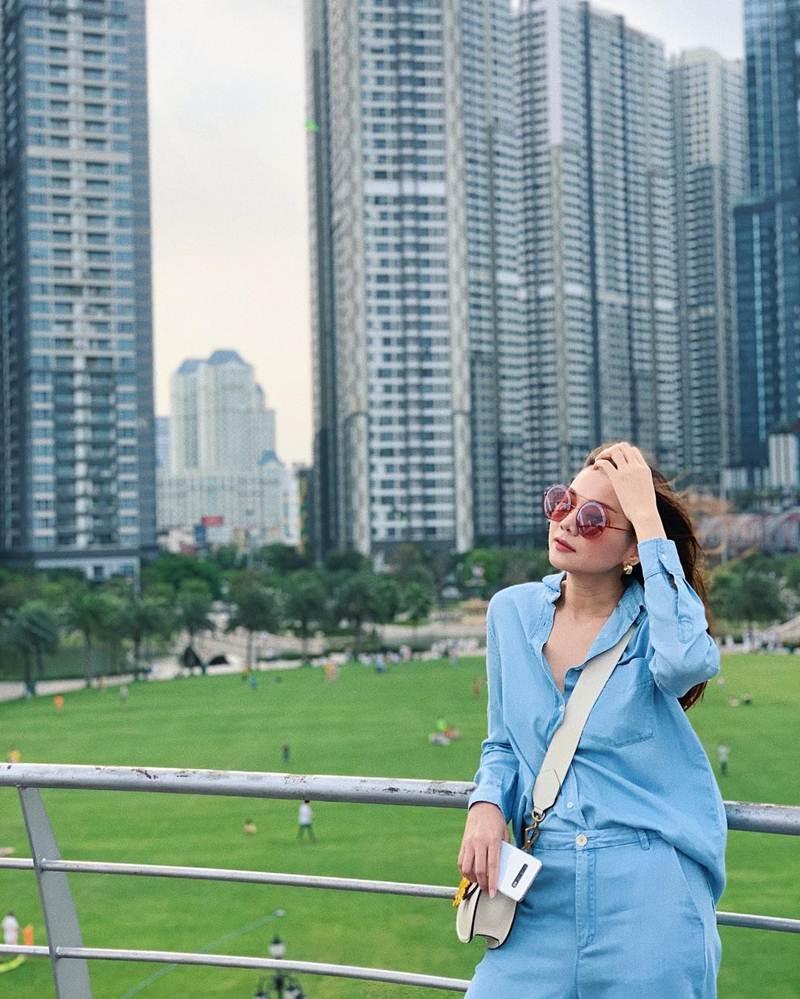 Xịt máu mũi với màn phô da thịt của Đào Bá Lộc - Hà Hồ & Kim Lý khoe street style đẹp đến nỗi sao Việt thi nhau ship về chung 1 nhà-9