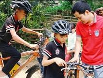 Bố cậu bé đạp xe không phanh thăm em: 'Hành động của con tôi là sai, không phải người hùng'