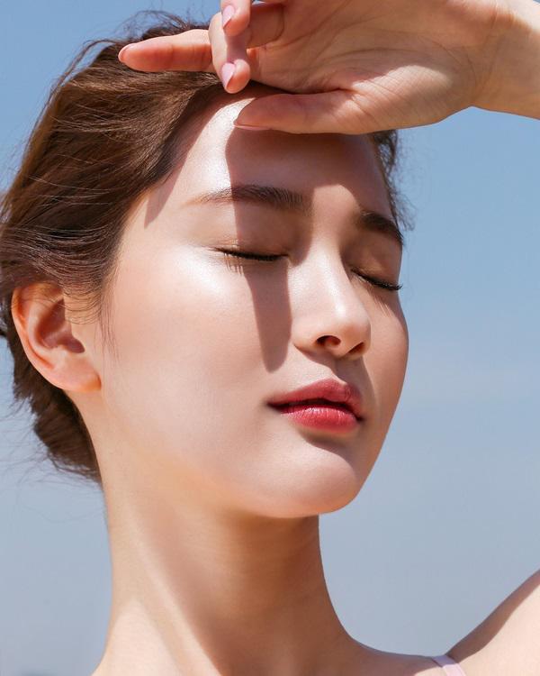 Nhờ điều này, Hà Hồ, Trương Quỳnh Anh mới có làn da sáng mịn bất chấp nắng gắt Sài Gòn-8