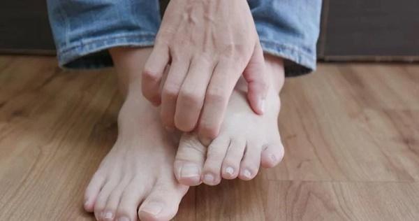 Cẩn thận với 6 dấu hiệu khác thường ở bàn chân đang ngầm cảnh báo bệnh-4