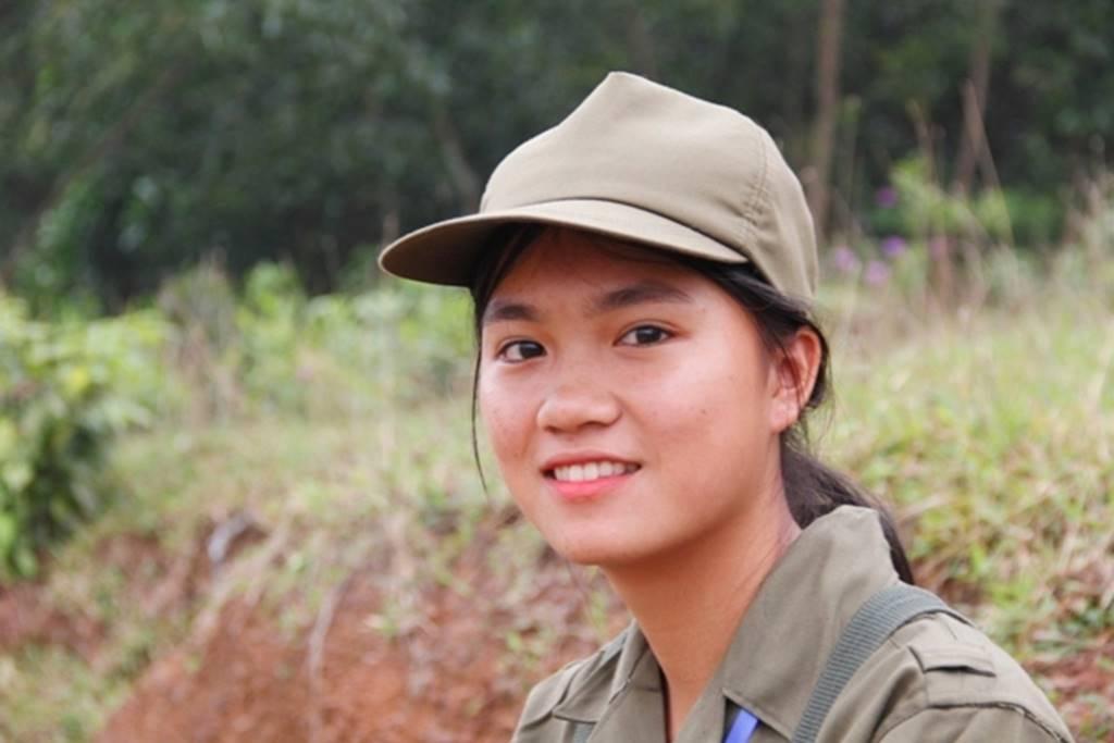 Nữ sinh Quảng Trị bật khóc nức nở sau khi bắn đạn thật-4