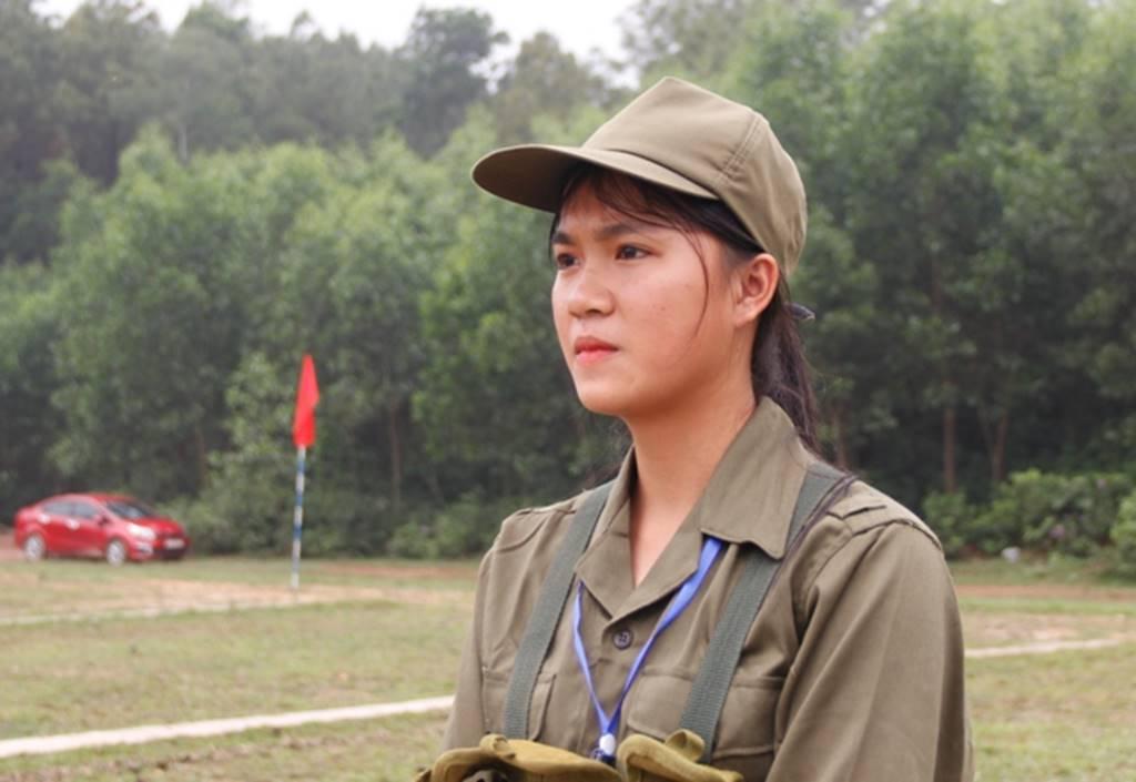 Nữ sinh Quảng Trị bật khóc nức nở sau khi bắn đạn thật-7