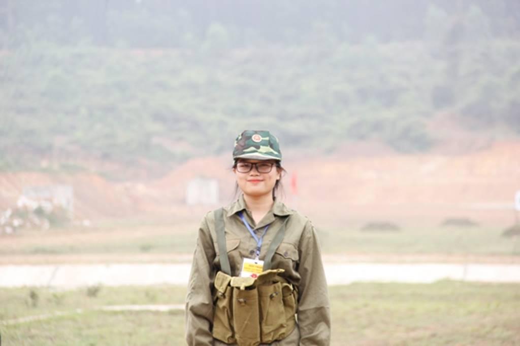 Nữ sinh Quảng Trị bật khóc nức nở sau khi bắn đạn thật-11