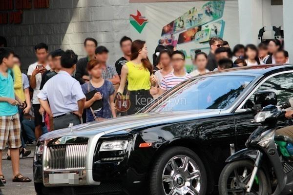 Chán ca hát, Hồ Ngọc Hà lái xe sang Rolls-Royce chạy Uber?-3