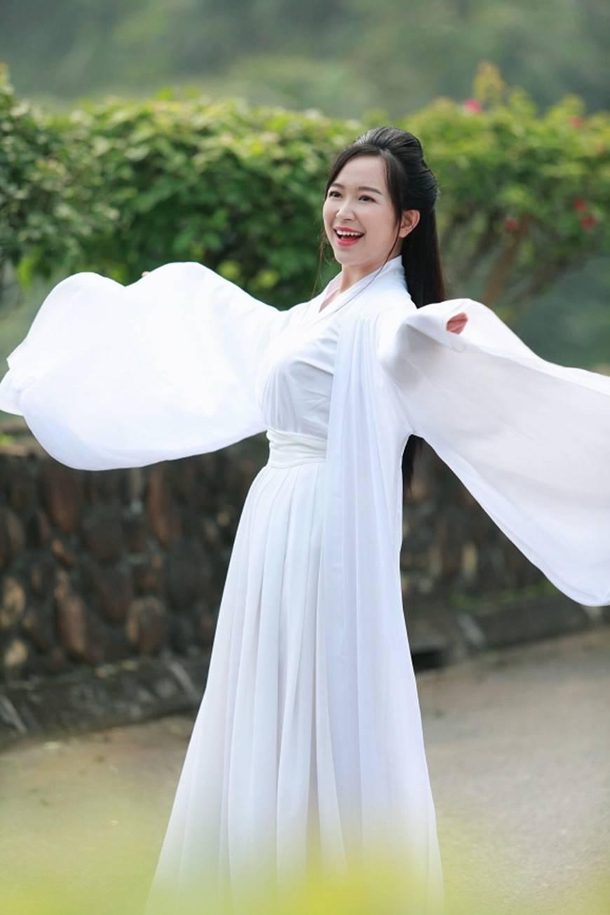 Lan Những cô gái trong thành phố tung ảnh xinh đẹp như Tiểu Long Nữ trong phim cổ trang-2