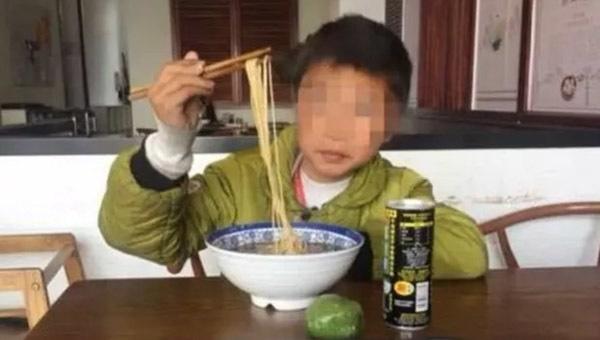 Cậu bé 10 tuổi bị suy thận, bác sĩ cảnh báo 3 loại thực phẩm cực hại-2