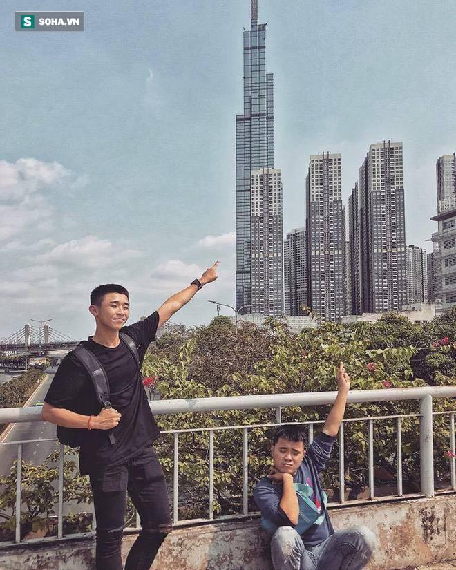 Bộ ảnh du lịch Sài Gòn gây sốt trên MXH, biểu cảm đối lập của 2 nhân vật chính mới gây thích thú-1