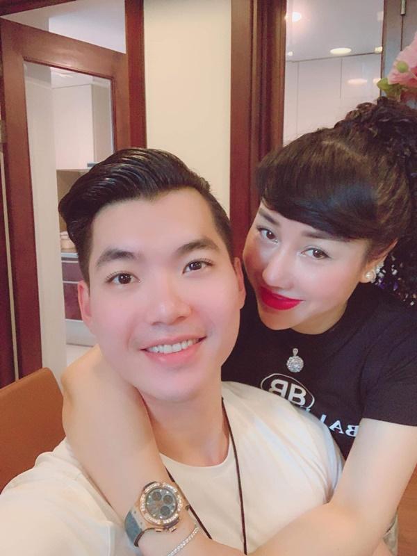 Hé lộ cuộc sống hôn nhân của Trương Nam Thành và bà xã đại gia hơn 15 tuổi, nhiều bất ngờ không như mọi người nghĩ-3