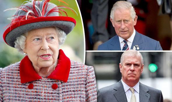 Vén màn bí mật ẩn chứa đằng sau cánh cửa cung điện hoàng gia, một mối thù âm ỉ cháy từ lâu và bắt nguồn từ Nữ hoàng Anh-1