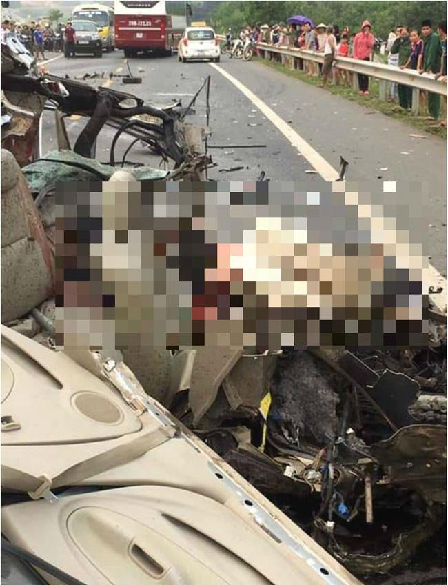 Kinh hoàng xe con đấu đầu với xe tải, tài xế tử vong tại chỗ trên đường Hòa Lạc - Hòa Bình-2
