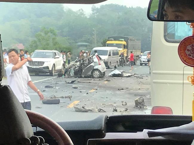 Kinh hoàng xe con đấu đầu với xe tải, tài xế tử vong tại chỗ trên đường Hòa Lạc - Hòa Bình-3
