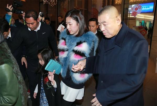 Tỷ phú phong lưu nhất Hong Kong: Chuyên săn mỹ nhân, U70 lấy thêm vợ đẹp kém 30 tuổi-9