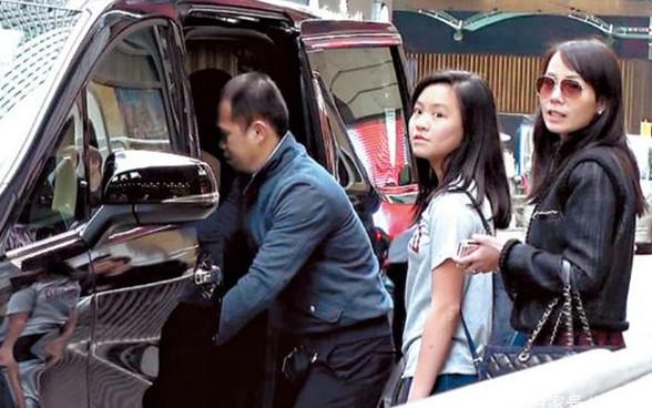 Tỷ phú phong lưu nhất Hong Kong: Chuyên săn mỹ nhân, U70 lấy thêm vợ đẹp kém 30 tuổi-11
