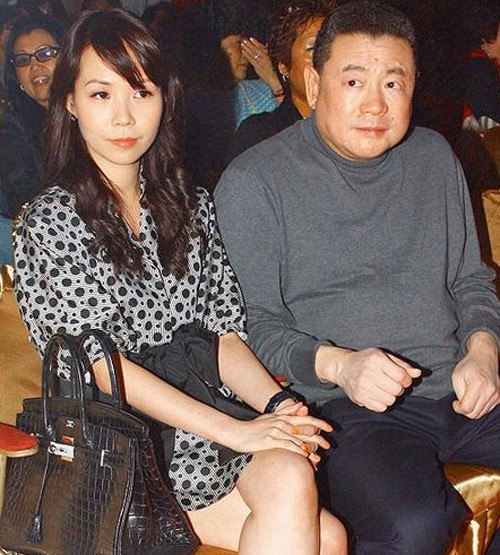 Tỷ phú phong lưu nhất Hong Kong: Chuyên săn mỹ nhân, U70 lấy thêm vợ đẹp kém 30 tuổi-8