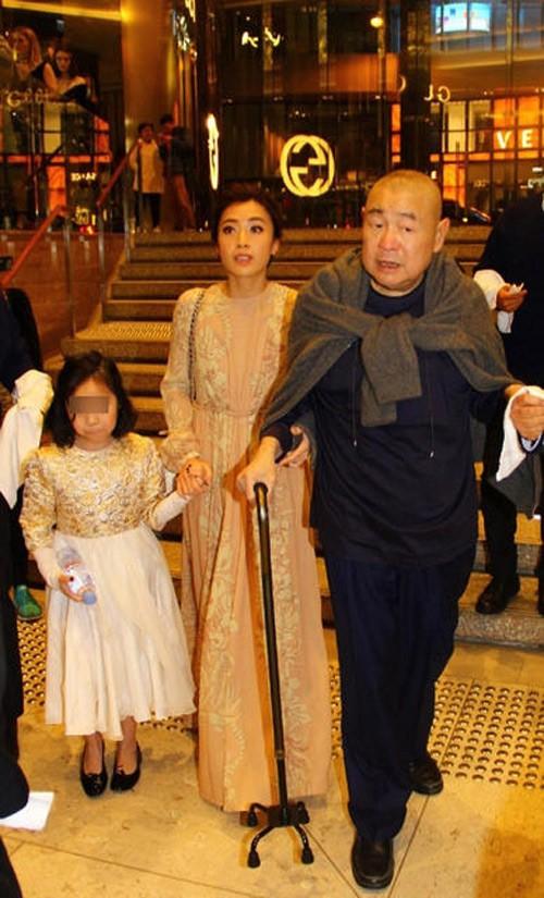 Tỷ phú phong lưu nhất Hong Kong: Chuyên săn mỹ nhân, U70 lấy thêm vợ đẹp kém 30 tuổi-10