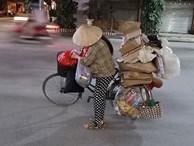 Mẹ bầu vất vả địu con đi nhặt rác kiếm sống và câu nói khiến nhiều người xấu hổ tự nhìn lại