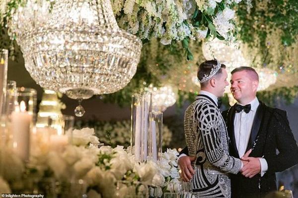Siêu đám cưới 23 tỷ toàn kim cương và pha lê, danh tính cô dâu chú rể càng bất ngờ-2