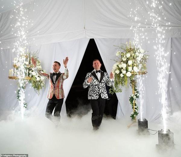 Siêu đám cưới 23 tỷ toàn kim cương và pha lê, danh tính cô dâu chú rể càng bất ngờ-12