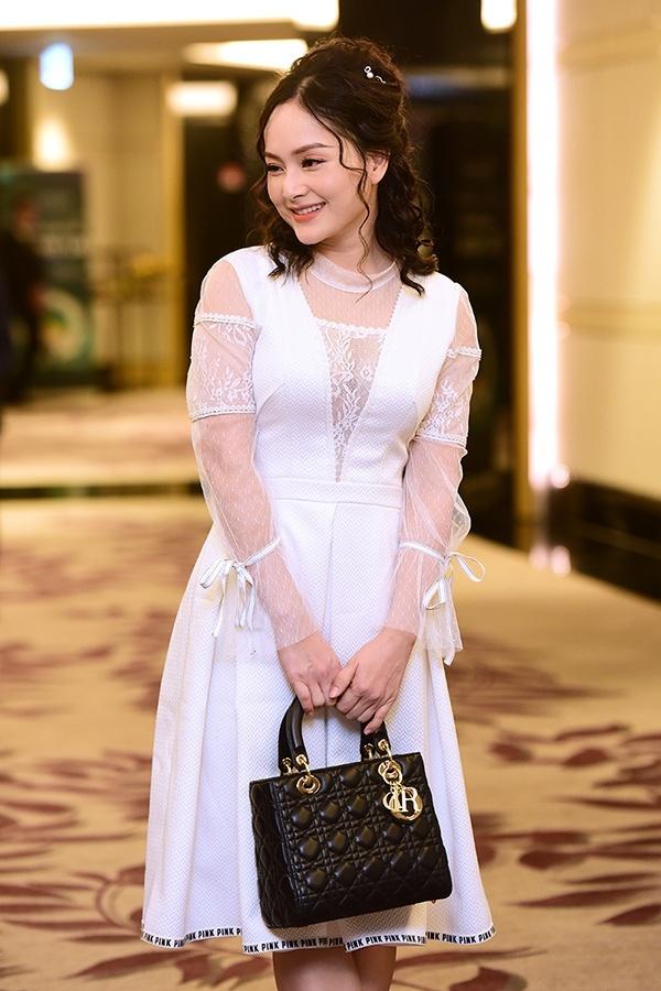 Phượng Chanel mặc quần đùi dự sự kiện - Diva Hồng Nhung rườm rà vì chiếc đầm khủng-4