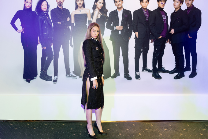 Phượng Chanel mặc quần đùi dự sự kiện - Diva Hồng Nhung rườm rà vì chiếc đầm khủng-7