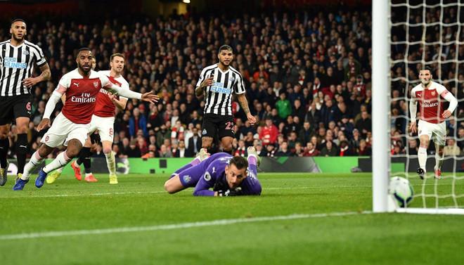 Arsenal vượt Tottenham sau trận thắng thứ 10 liên tiếp trên sân nhà-1