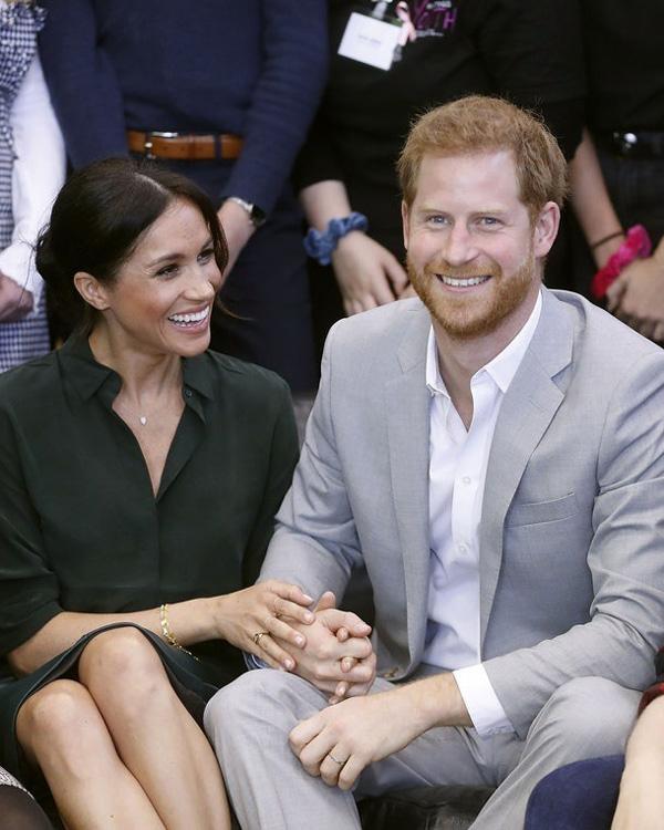 Bỏ ngoài tai lời cảnh báo của các chuyên gia, người hâm mộ, Hoàng tử Harry vẫn say mê Meghan như điếu đổ vì lý do không ngờ này-2
