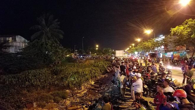 Ly kỳ nghi can cướp tiệm vàng bị bắt sau khi núp dưới kênh trốn suốt 10 giờ ở Sài Gòn-3