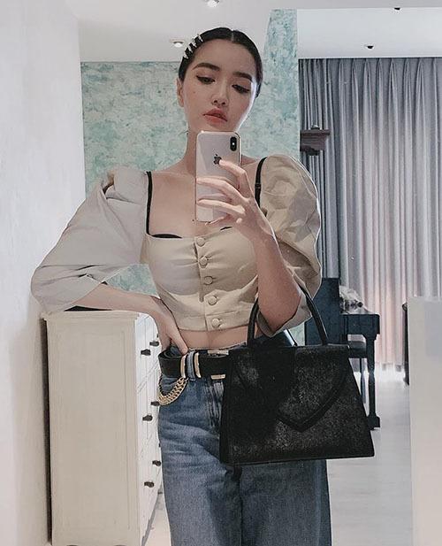 Bích Phương cố tình mặc áo cổ rộng lộ nội y: Áo ngực cũng chỉ là áo thôi mà!-1