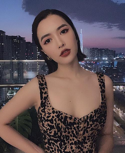 Bích Phương cố tình mặc áo cổ rộng lộ nội y: Áo ngực cũng chỉ là áo thôi mà!-7